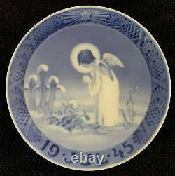 ROYAL COPENHAGEN Rare 1945 Christmas Plate Denmark A Peaceful Motif 7 1/8 Inch